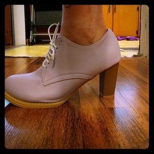 Shoes - Pastel purple Oxford heels nwob